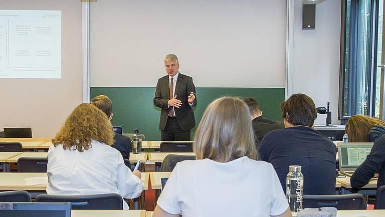 MBA Potsdam Seminar Foto:Thomas Hoelzel